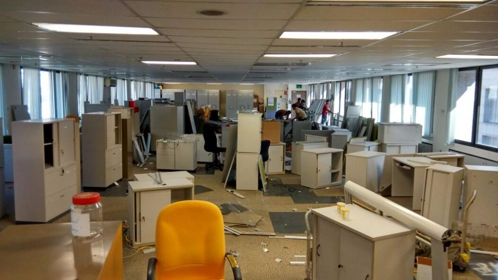 Bank Dismantling And Old Furniture And Other Items Buying Service Vendors